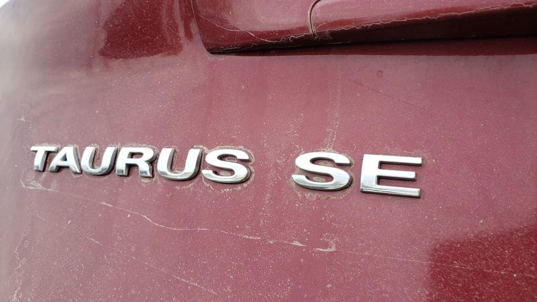 03 - 2007 Ford Taurus SE in Colorado Junkyard - photo by Murilee Martin