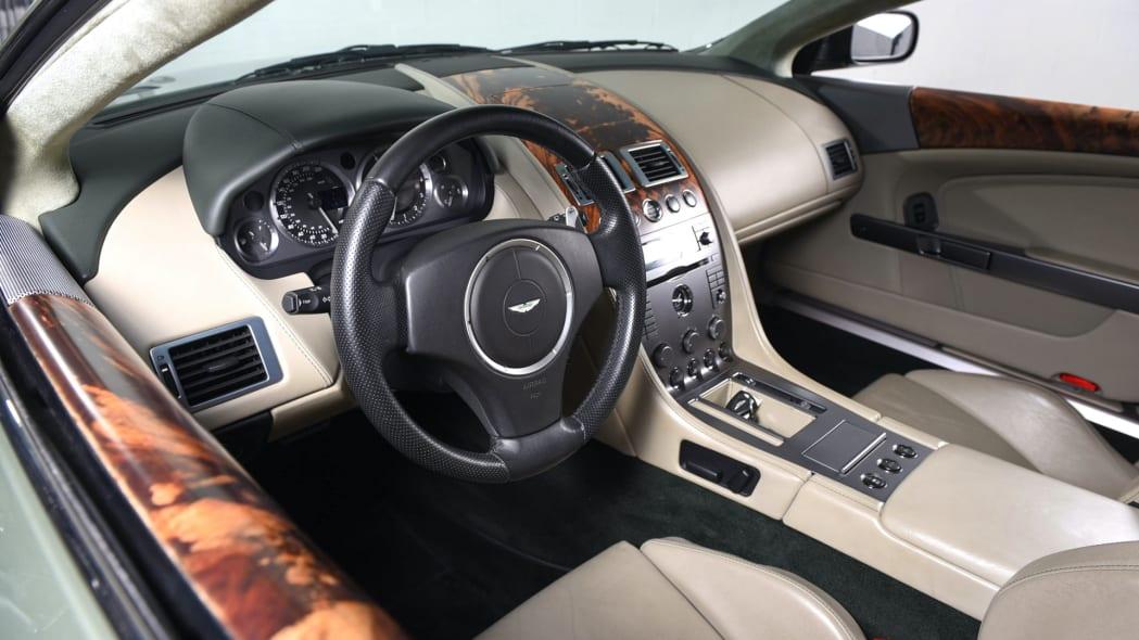 Aston Martin DB9 104K 3