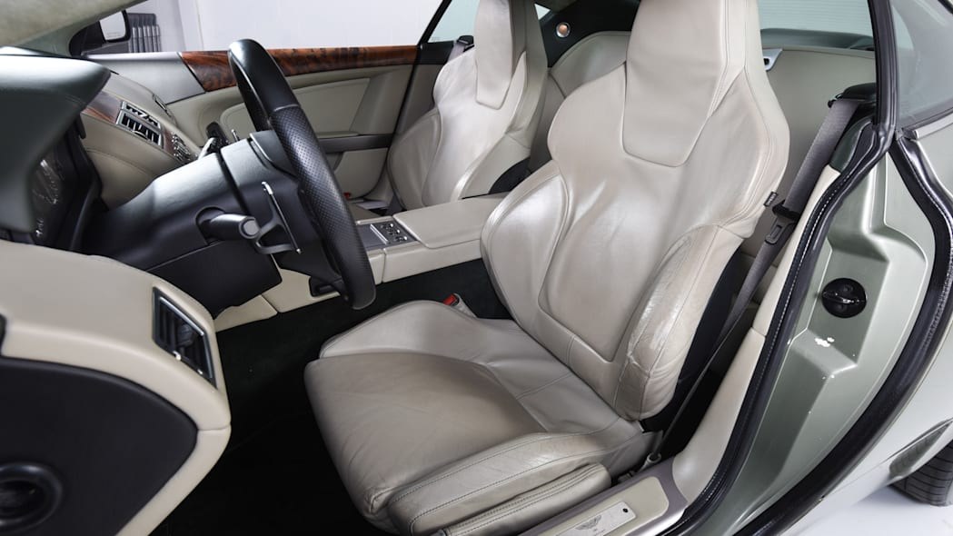 Aston Martin DB9 104K 4