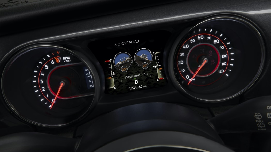A 7-inch thin-film transistor (TFT) information LED display in the Wrangler Rubicon 392 gauge cluster allows the driver to configure information in more than 100 ways.