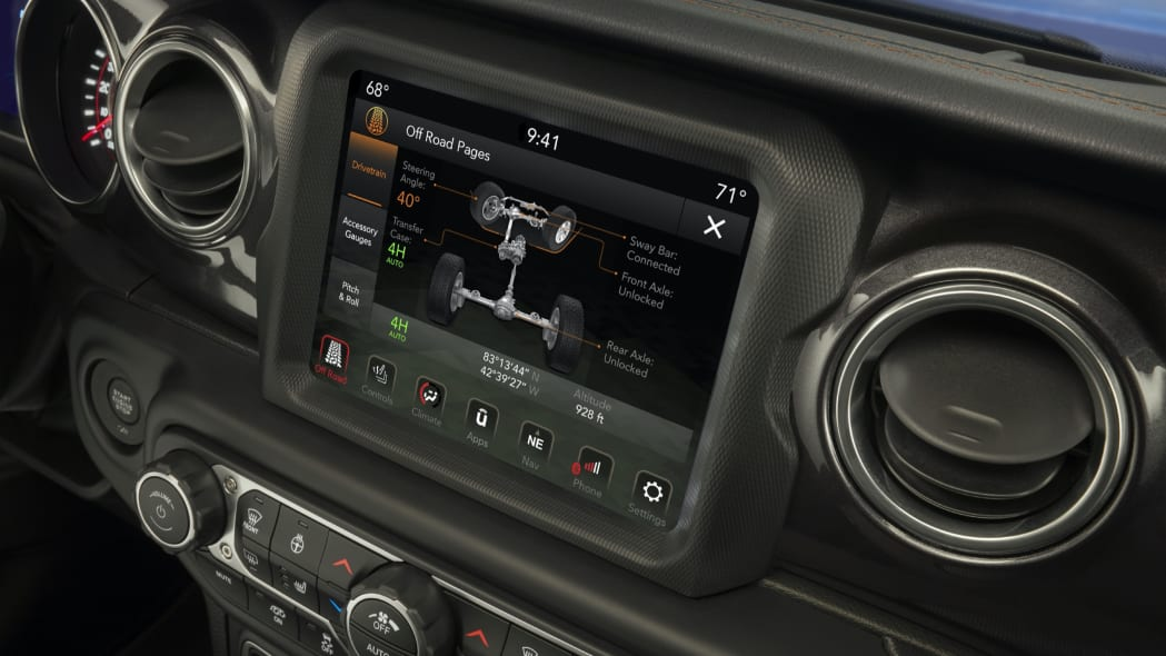 Jeep® Off-road Pages allow Wrangler Rubicon 392 owners to monitor pitch, roll, altitude, GPS coordinates, drivetrain power distribution and more.