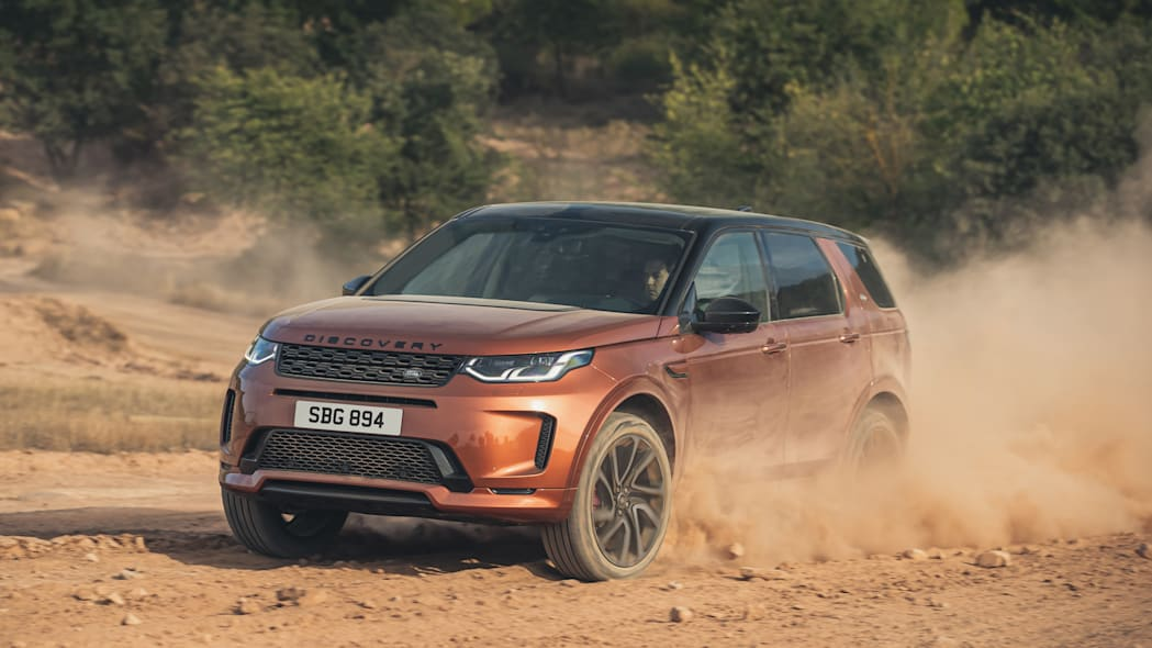 2021 LR Discovery Sport Front 3q_Off-Road