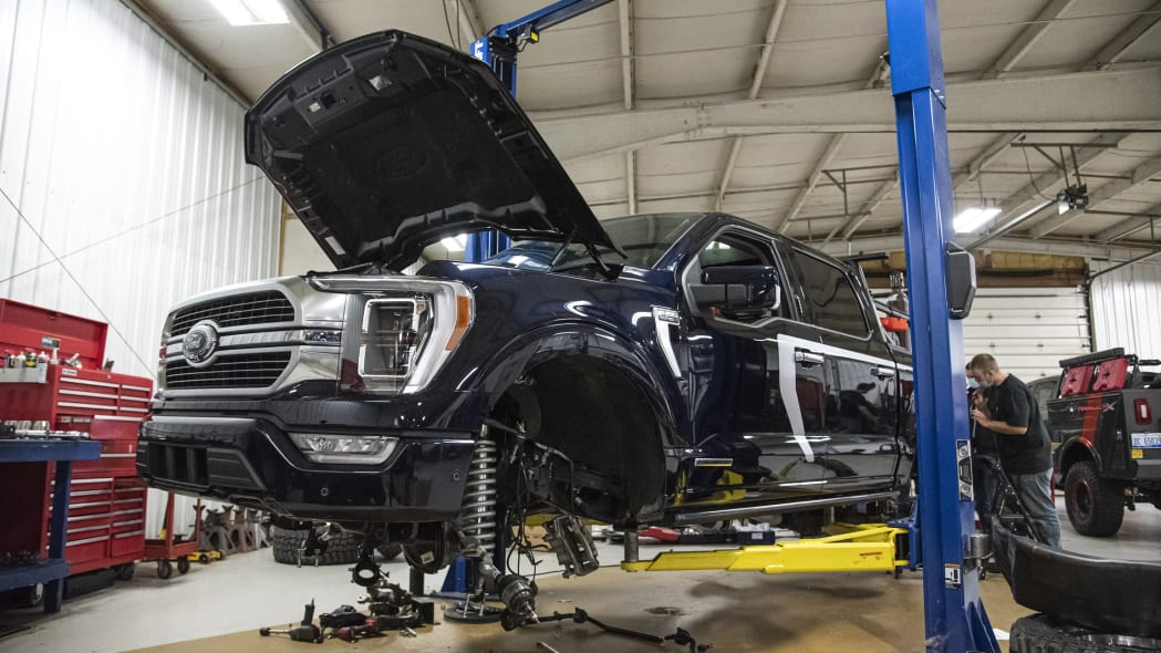 Ford F-150 Limited Hybrid SuperCrew_build_02