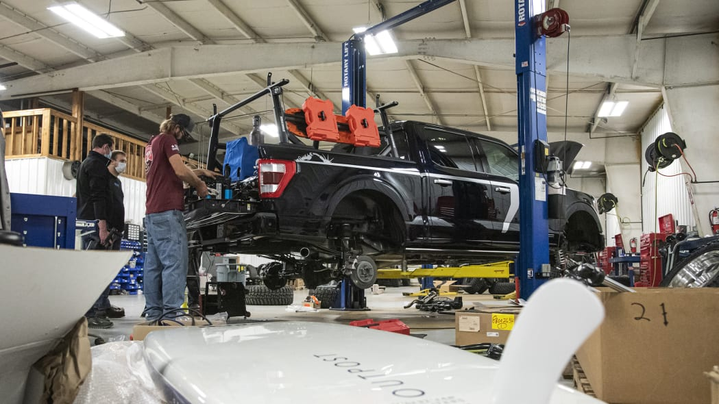 Ford F-150 Limited Hybrid SuperCrew_build_03