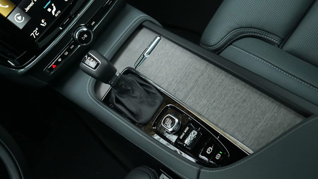 2021 Volvo V90 Cross Country center console closed