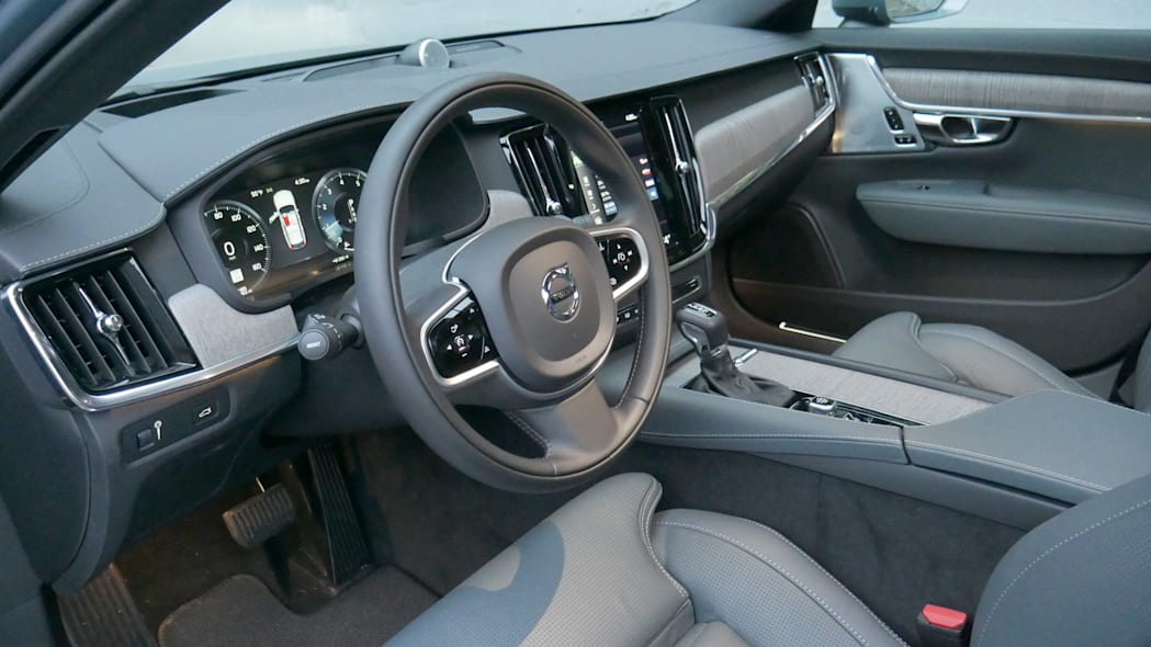2021 Volvo V90 Cross Country front interior