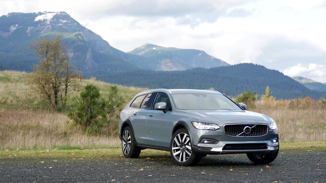 2021 Volvo V90 Cross Country front three quarter wide