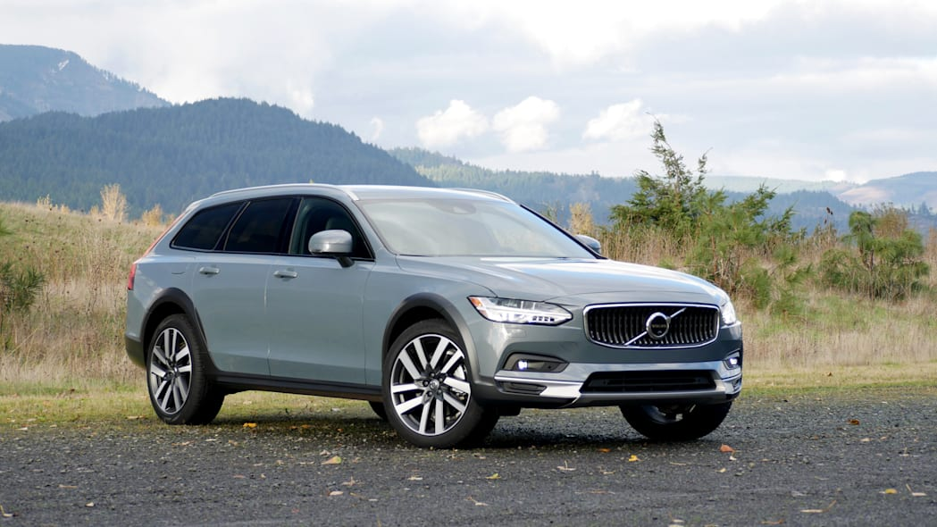 2021 Volvo V90 Cross Country front three quarter