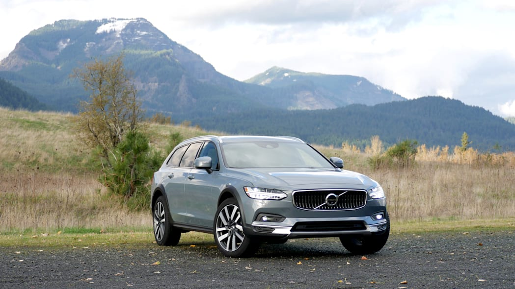 2021 Volvo V90 Cross Country front