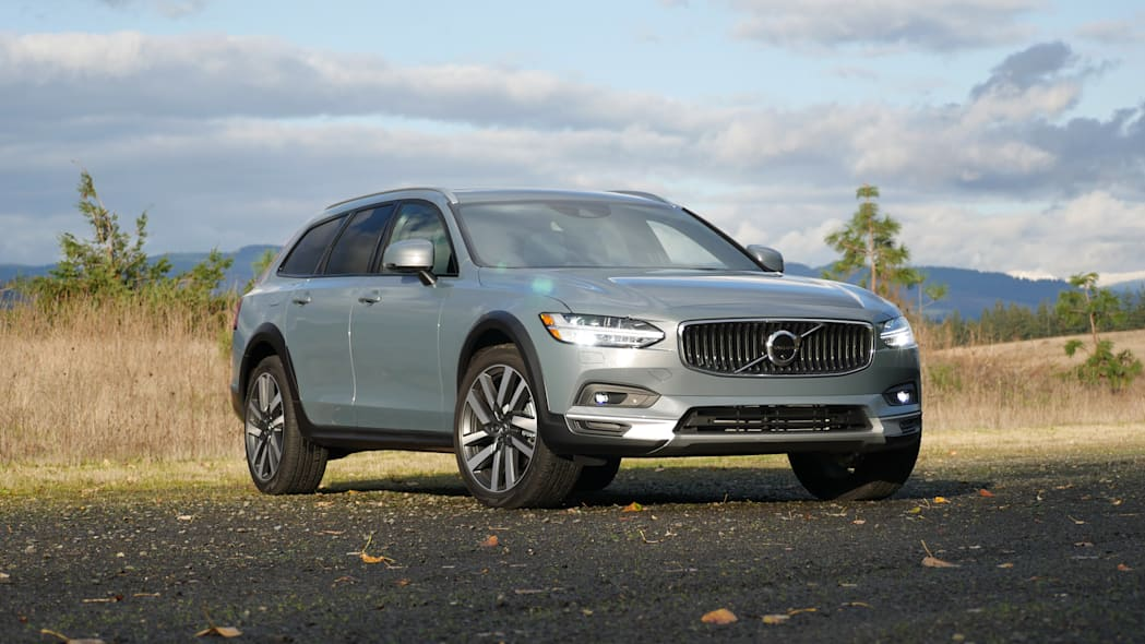 2021 Volvo V90 Cross Country low front