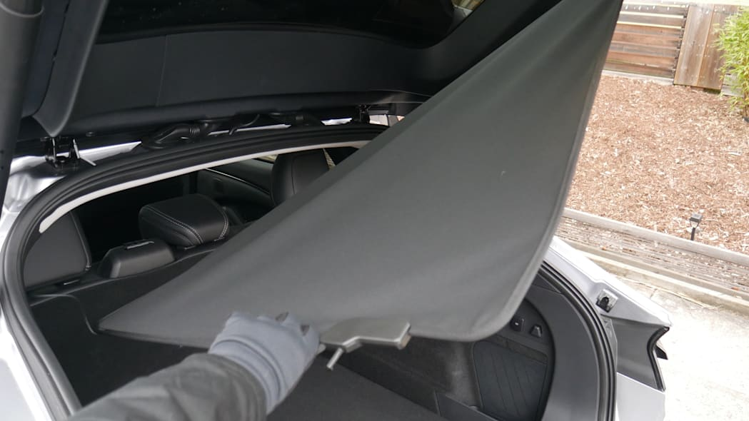 2021 Ford Mustang MachE luggage test cargo cover remove