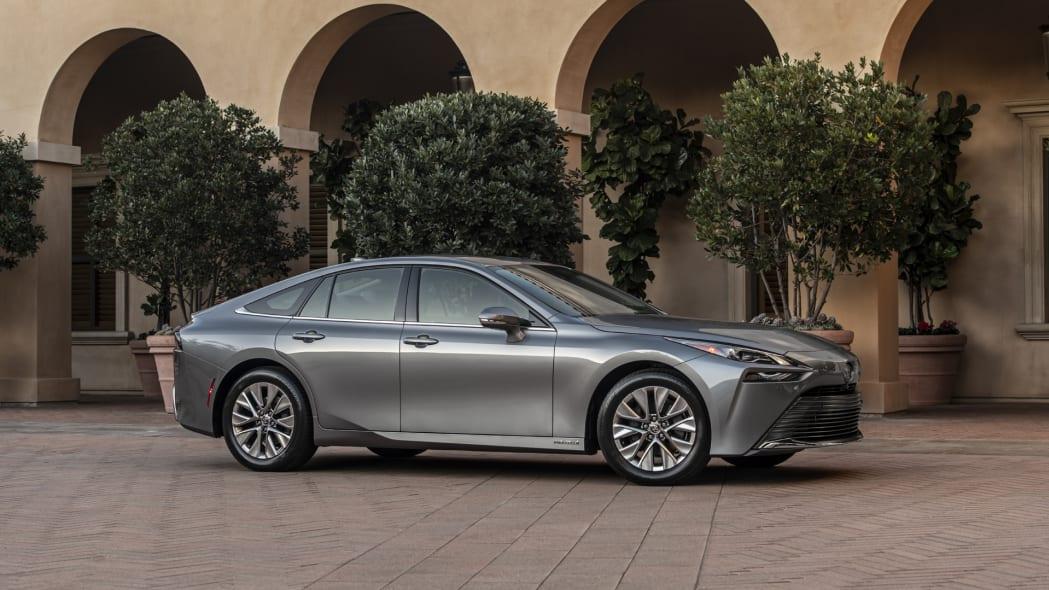 2021 Toyota Mirai grey profile