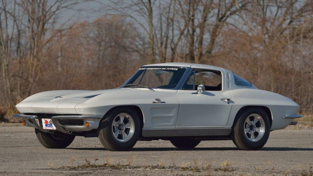 1963 Chevrolet Corvette Sting Ray Mickey Thompson 01