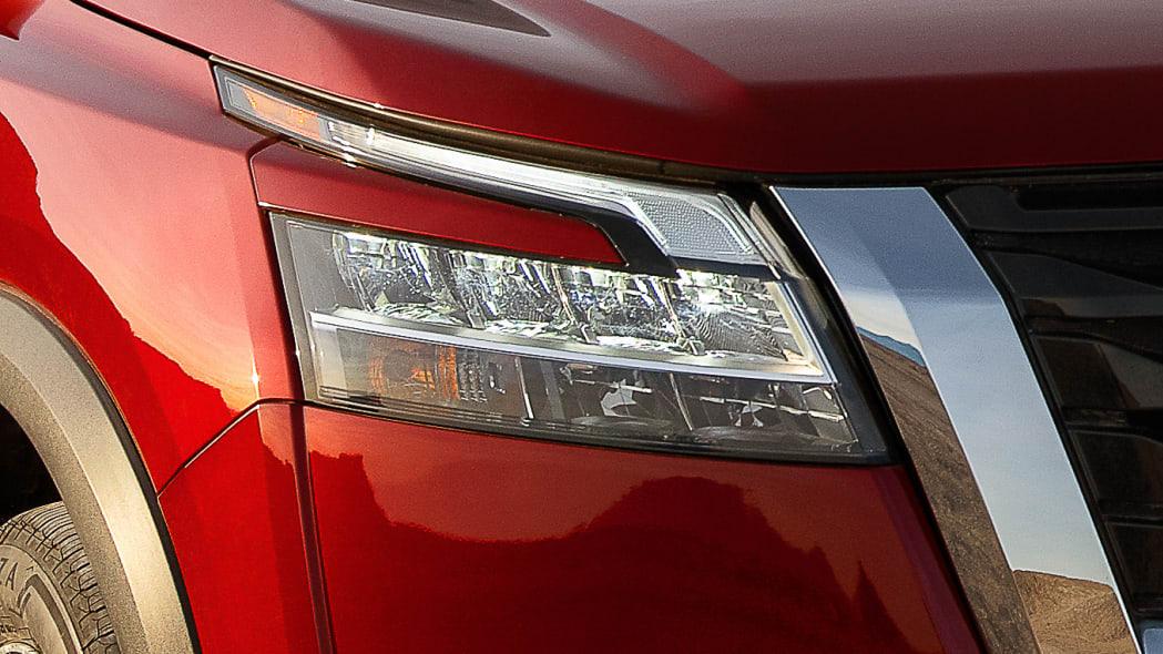 2022 Nissan Pathfinder_L-20