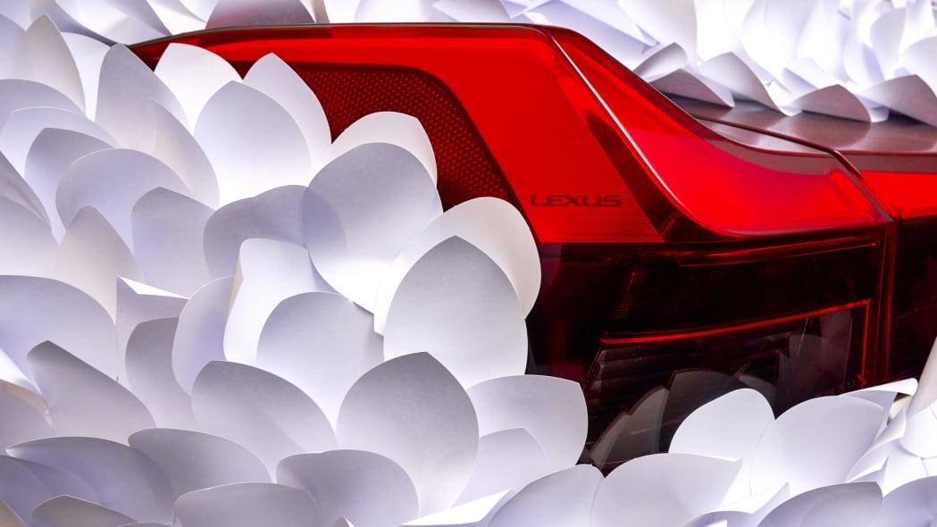 LexusUX250h-ClapStudioZenGarden 06