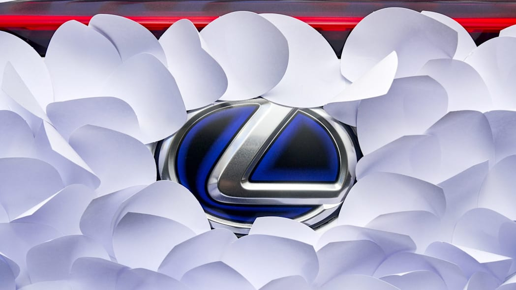 LexusUX250h-ClapStudioZenGarden 07