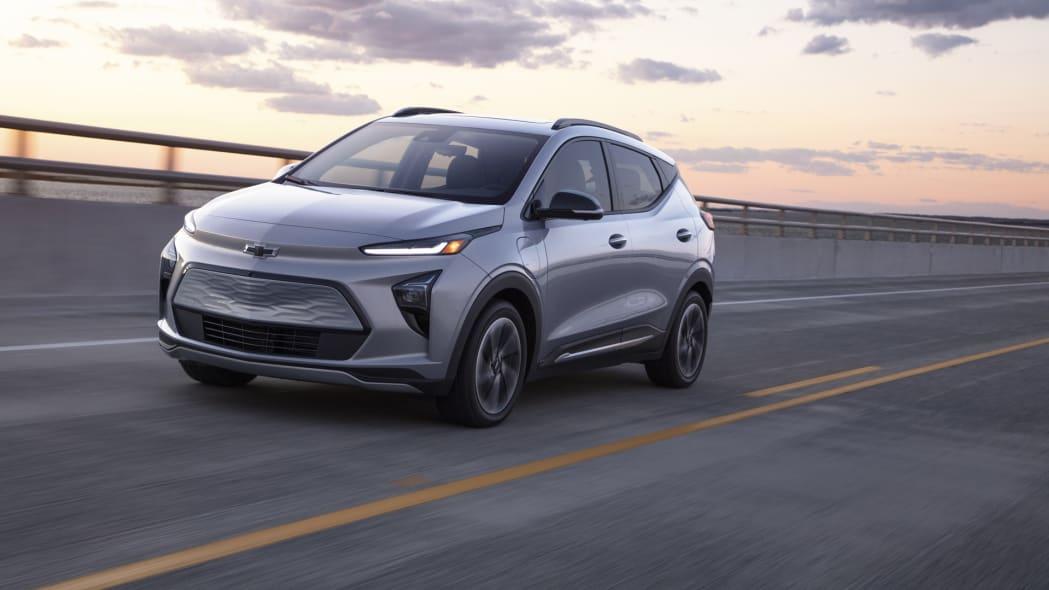 2022 Chevrolet Bolt EUV front action