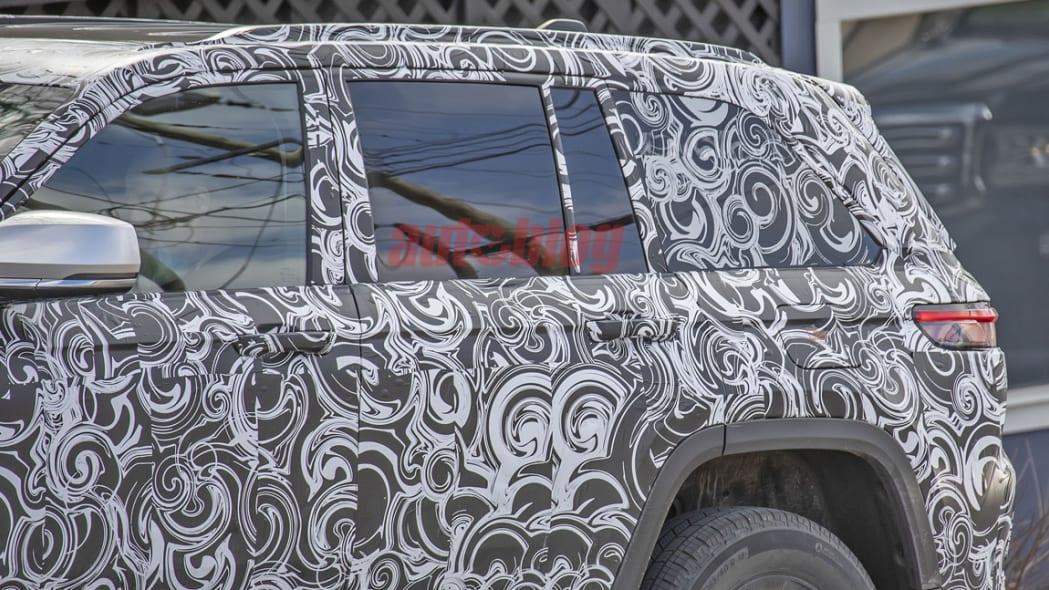 Jeep Grand Cherokee 4xe spy photos