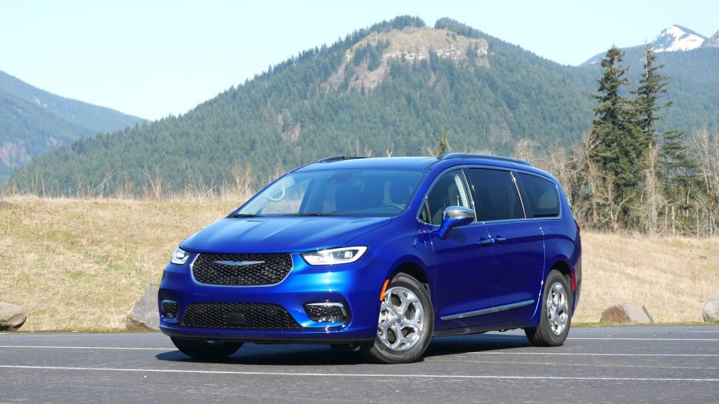 2021 Chrysler Pacifica Hybrid front