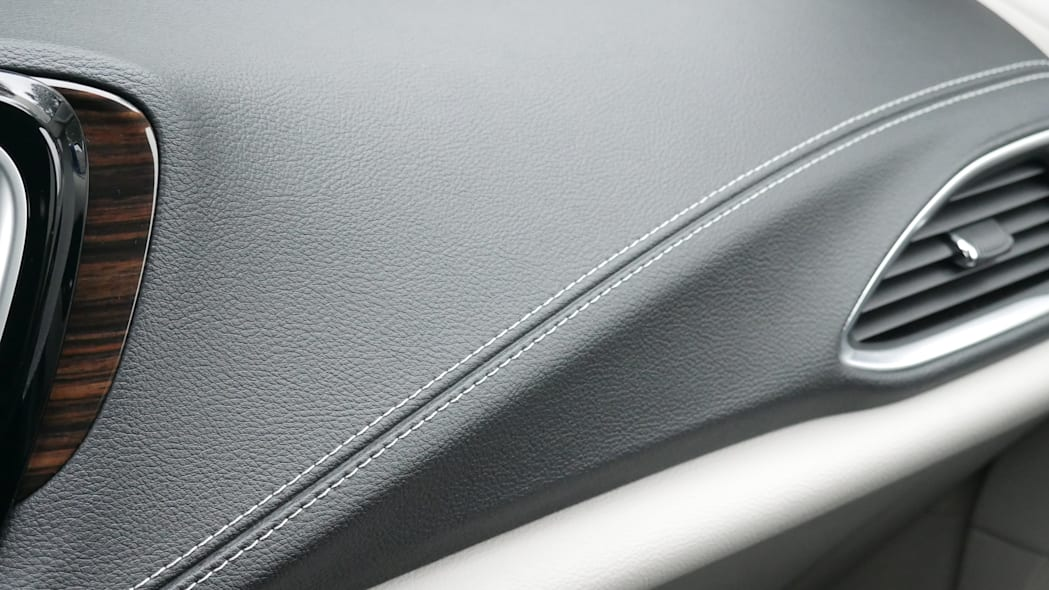 2021 Chrysler Pacifica Hybrid Limited interior dash trim