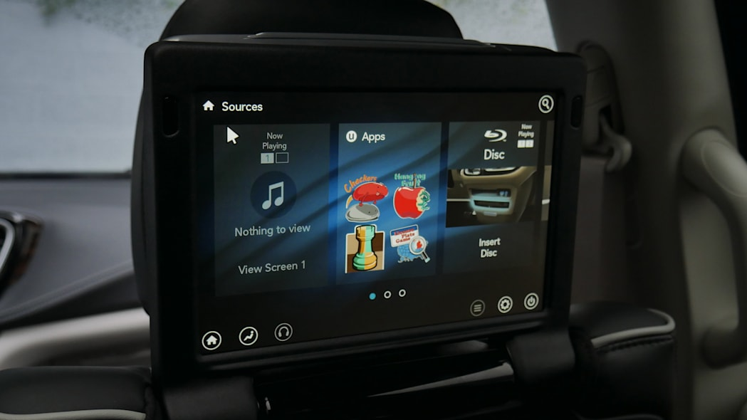 2021 Chrysler Pacifica Hybrid Limited interior RES screen
