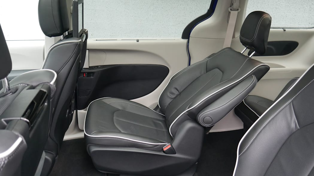 2021 Chrysler Pacifica Hybrid Limited interior second row recline