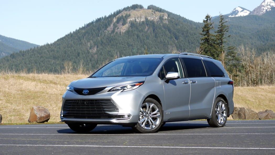 2021 Toyota Sienna Platinum front