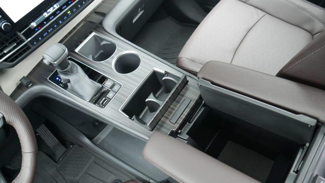 2021 Toyota Sienna interior center console open