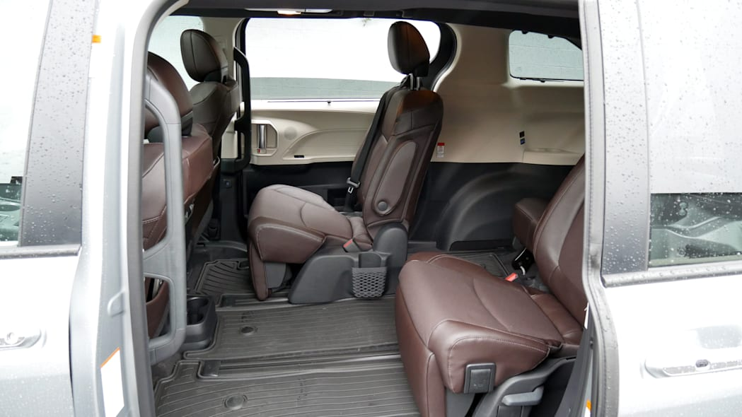 2021 Toyota Sienna interior second row right seat full forward for passengers