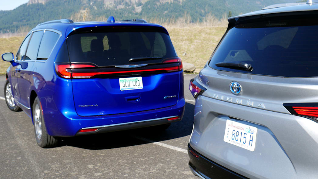 2021 Chrysler Pacifica Hybrid and 2021 Toyota Sienna comparison rear detail