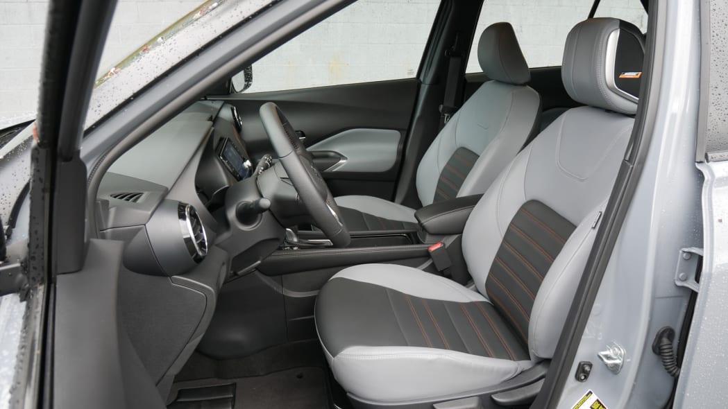 2021 Nissan Kicks SR Premium Interior front seats