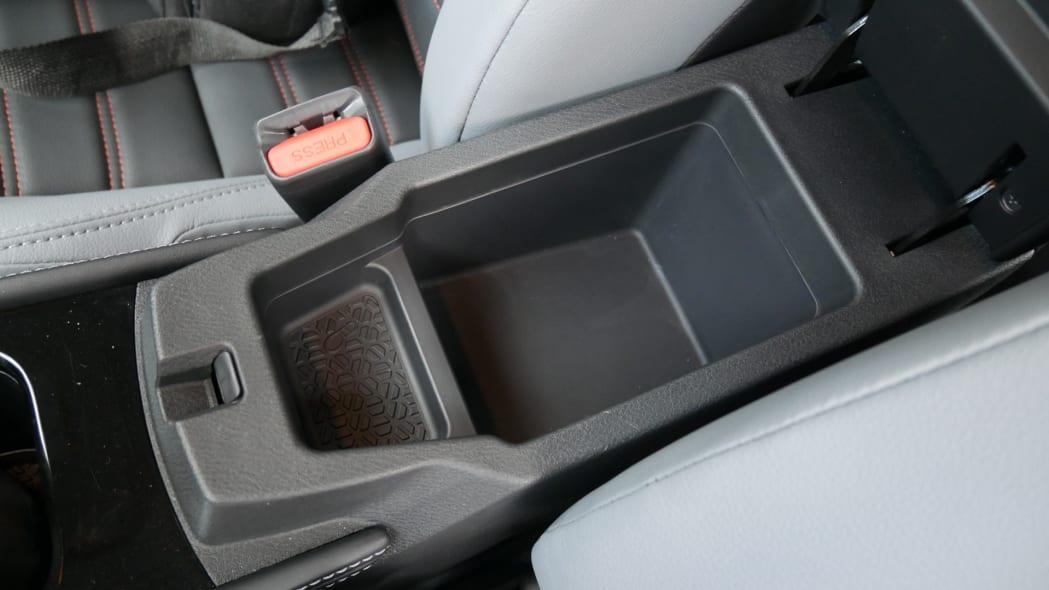 2021 Nissan Kicks SR Premium Interior armrest bin