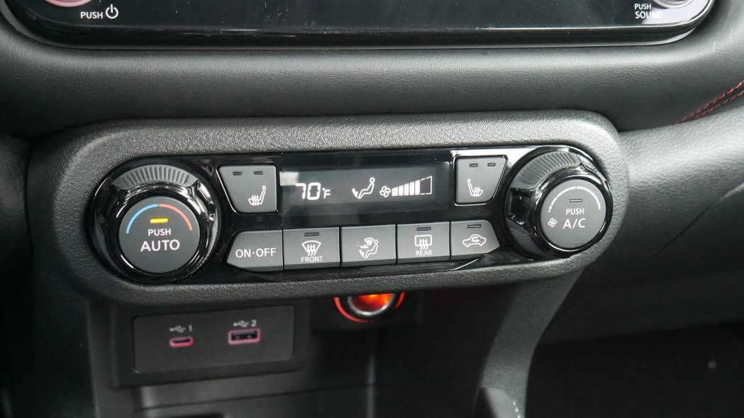 2021 Nissan Kicks SR Premium Interior auto climate controls