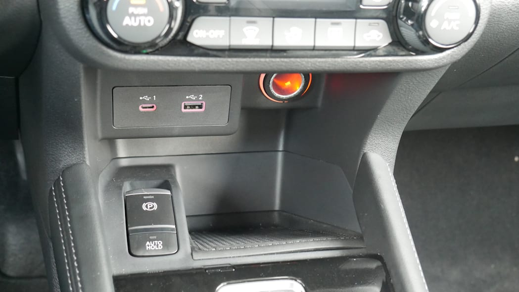 2021 Nissan Kicks SR Premium Interior center console