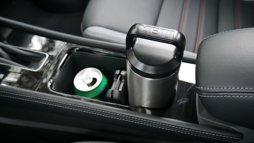 2021 Nissan Kicks SR Premium Interior cupholder with bottle and can low