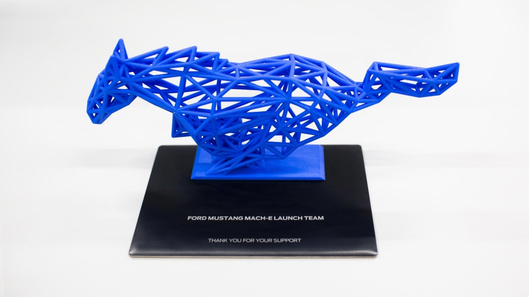 Mustang-Mach-E_Sculptures_01.jpg (1049×590)