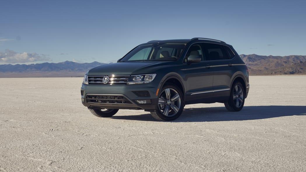 2021 VW Tiguan front three quarter