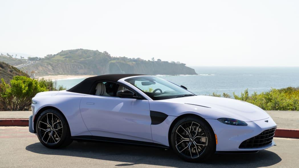 Aston Martin Newport Beach Vantage Cardamom Violet 01