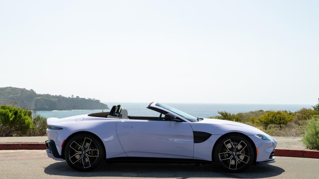 Aston Martin Newport Beach Vantage Cardamom Violet 02