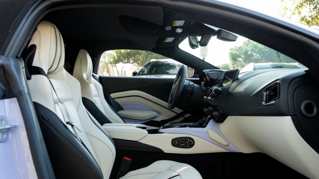 Aston Martin Newport Beach Vantage Cardamom Violet 05
