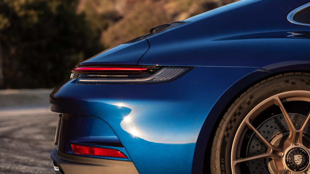 2022 Porsche 911 GT3 Touring look ma no wing