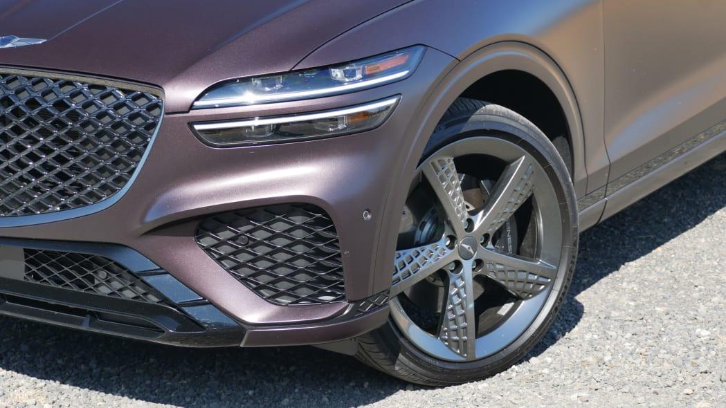 2022 Genesis GV70 wheel and fender