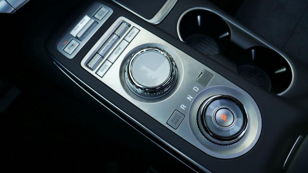 2022 Genesis GV70 center console