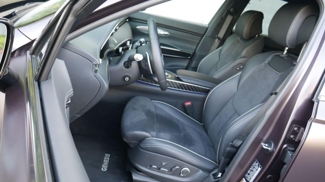 2022 Genesis GV70 front seats