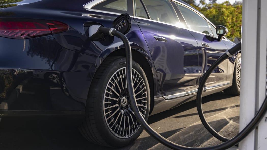 2022 Mercedes EQS 450+ charging detail