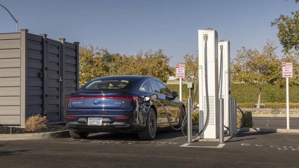 2022 Mercedes EQS 450+ charging