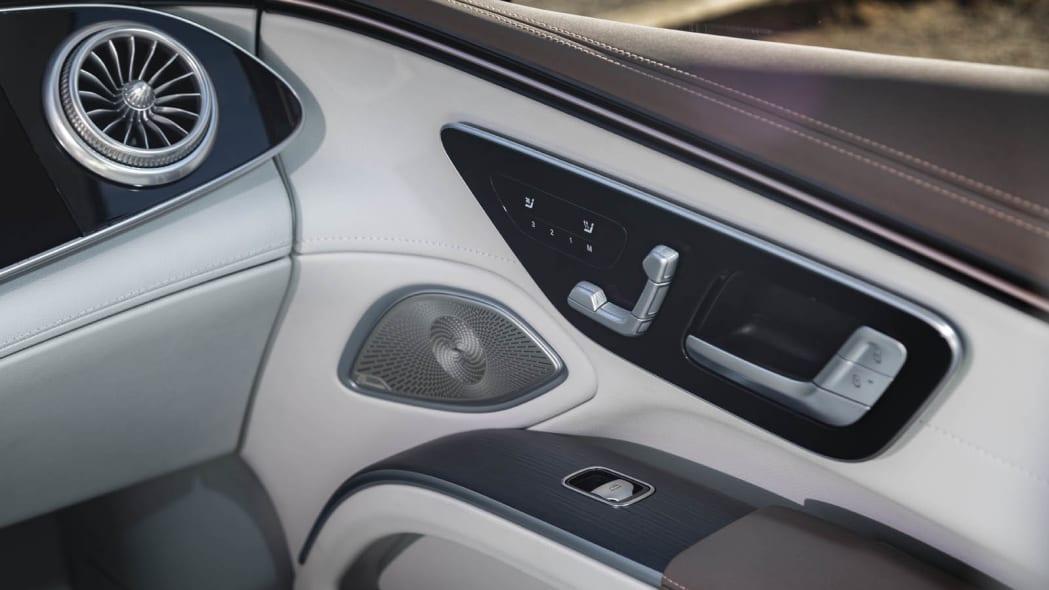 2022 Mercedes EQS 450+ door trim