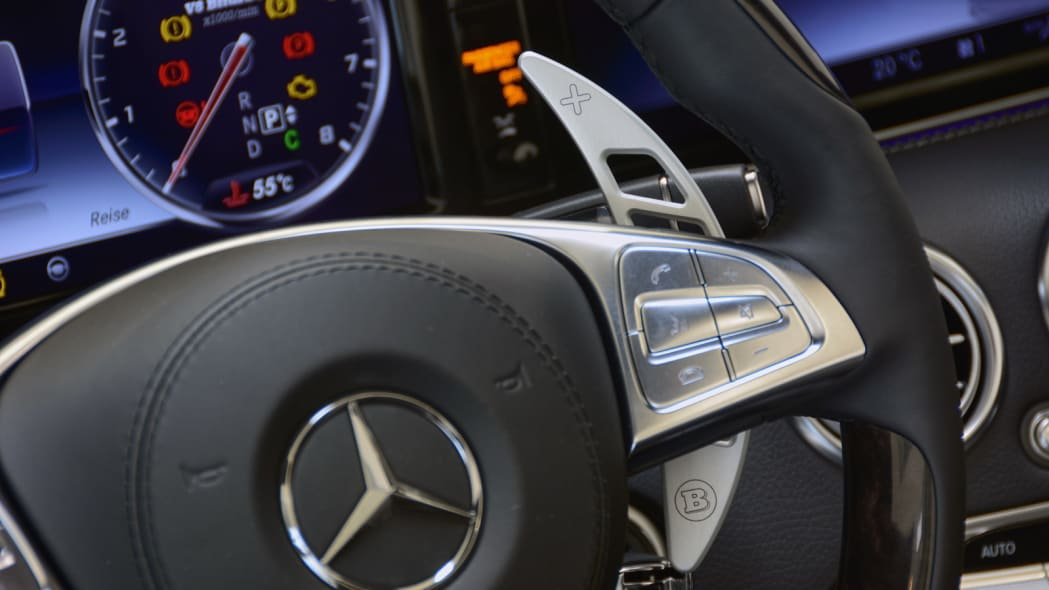 Brabus 850 6.0 Biturbo Cabrio detail steering wheel
