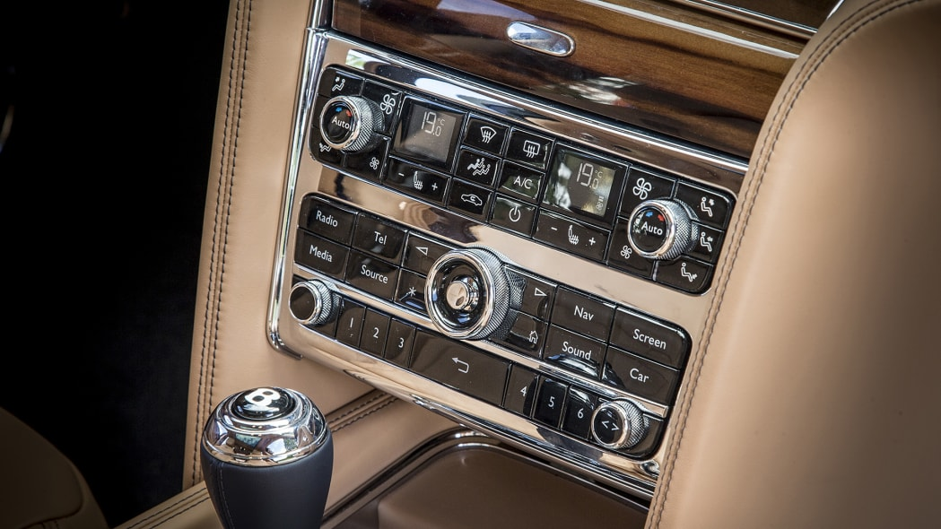 2017 Bentley Mulsanne instrument panel