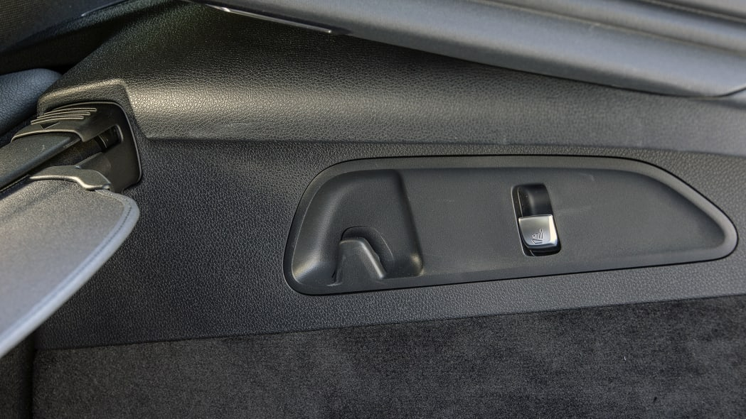 2017 Mercedes-Benz GLC300 Coupe rear seat controls